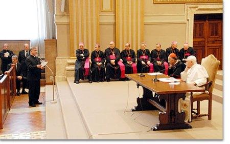 7b0388rom-sacerdotes-movimiento01.jpg